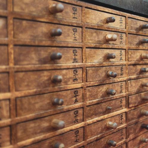 Exemple de meubles anciens que peut reproduire un ébéniste de Vallon Faure