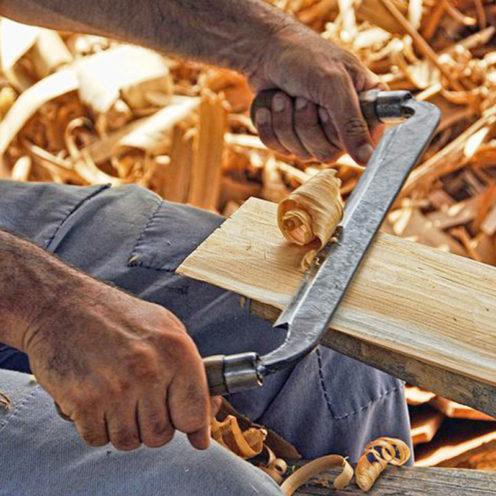 Travail du bois par un menuisier ou un ébéniste, leur différences et leur atouts, retrouvez les menuisiers ébénistes de Vallon Faure