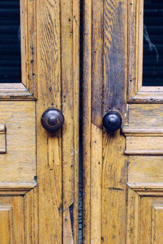 Porte ancienne bois durable vallon faure
