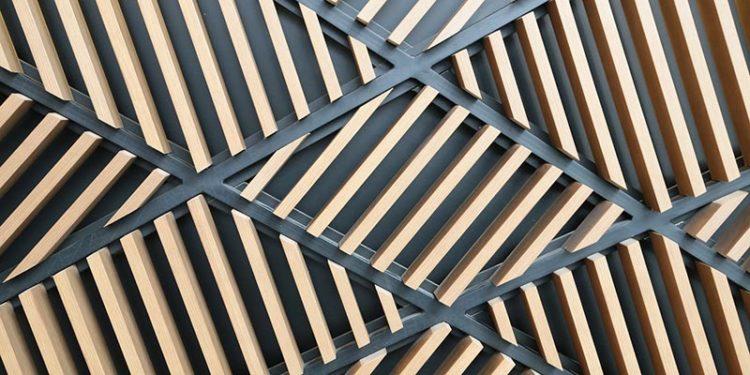 Avec quel matériau associer le bois par Vallon Faure