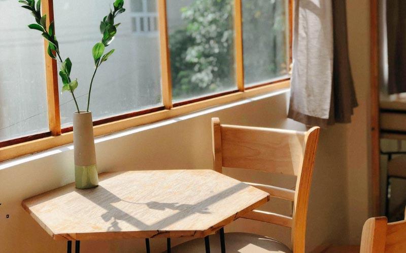 Décoration avec mobilier en bois par Vallon Faure
