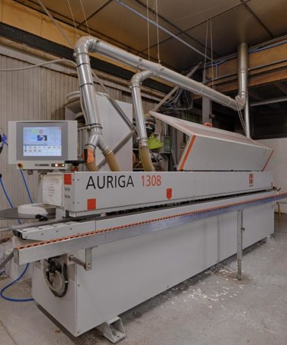 Encolleuse bois dans notre atelier de production Vallon Faure