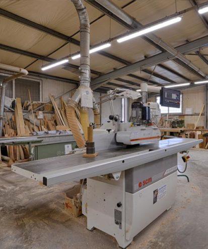 Espace ébénisterie dans notre atelier de production Vallon Faure