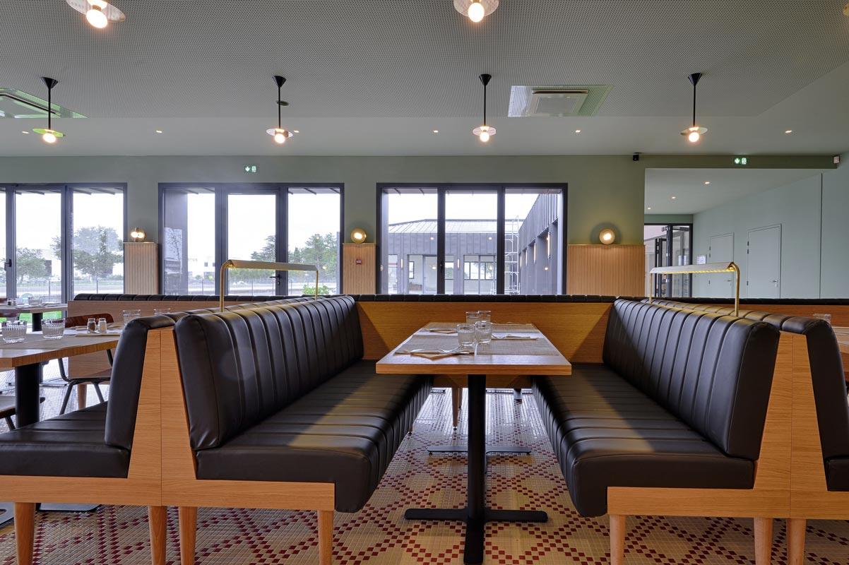 L'agencement bois en restaurants avec banquettes