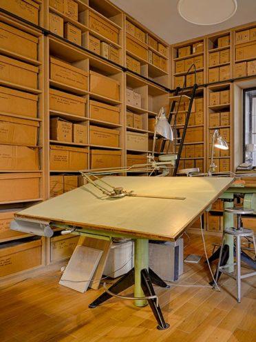 Agencement en bois dans un cabinet d'architecte, avec bibliothèque murale par Vallon Faure