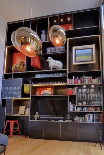 Agencement intérieur sur-mesure par Vallon Faure, bibliothèque en bois