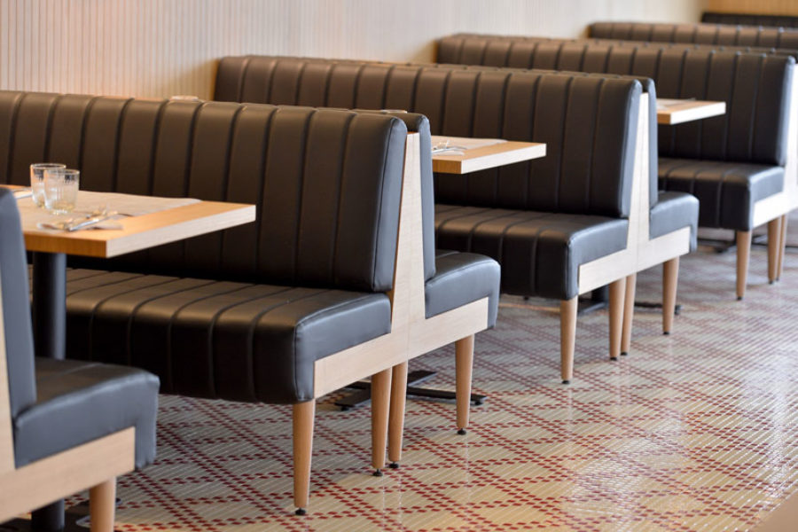 Les séparations d'espaces – #3 : les banquettes en bois