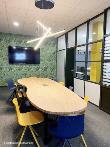 Salle de réunion de l'agence Tout simplement digital par Katell Guivarch