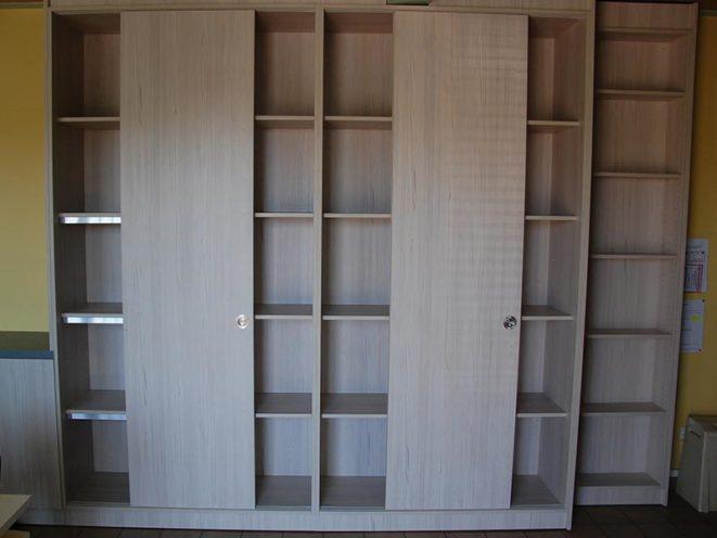 Armoire/placard de rangement avec portes coulissantes par Vallon Faure