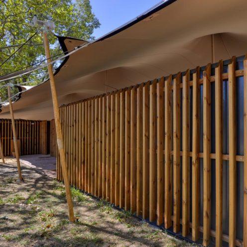 Rétrospective projet 2020 Bardage bois sur-mesure par Vallon Faure Pour la guinguette le Plein Air