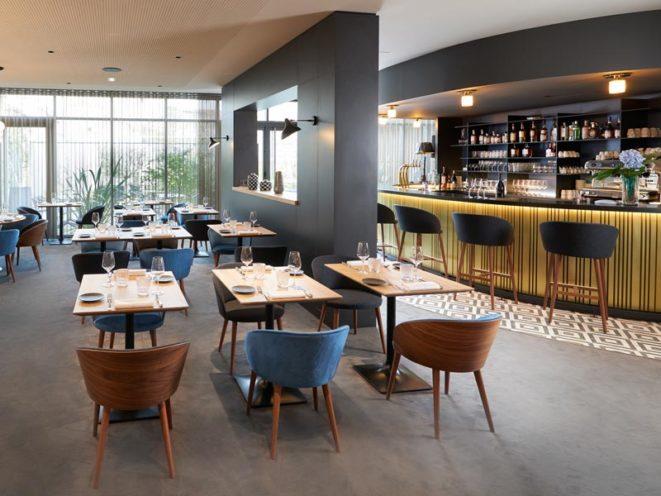 Rétrospective projets 2020, comptoir de bar en bois sur-mesure pour le restaurant la Maison Grizlaw