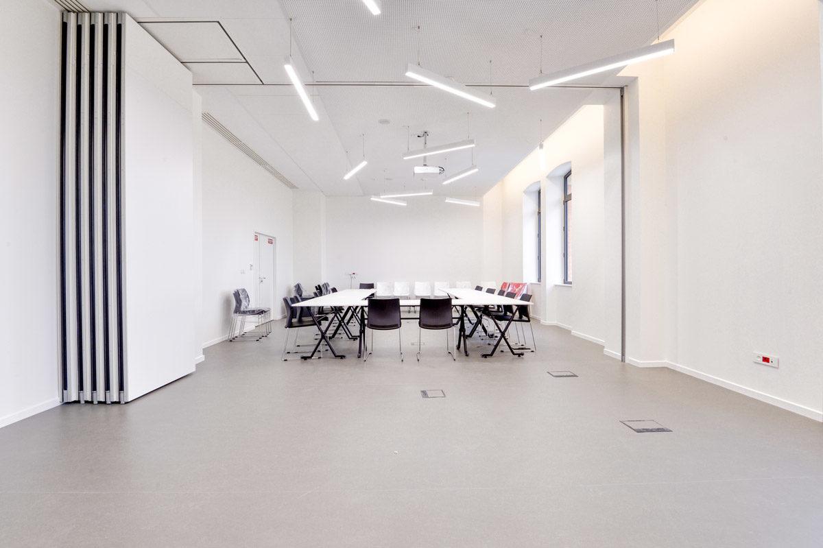 Salle de réunion avec portes cloisons mobiles