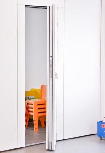 Porte de cloison mobile, menuiserie intérieure bois par Vallon Faure