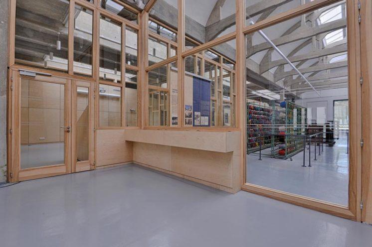 Porte vitrée en bois, menuiserie intérieure fabriquéepar Vallon faure