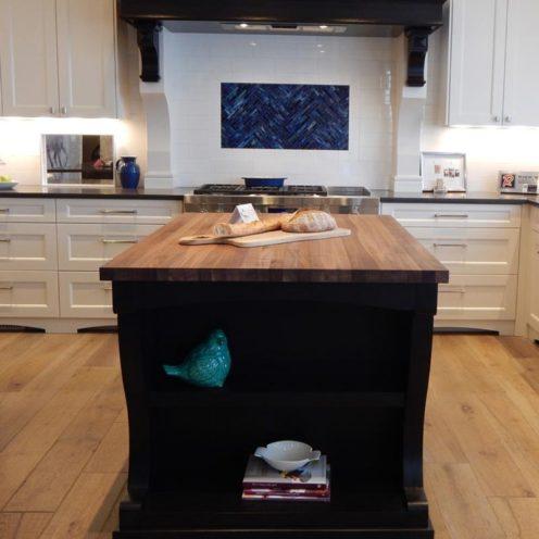 Îlot central de cuisine sur-mesure en bois par Vallon Faure