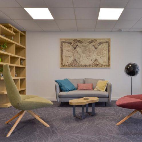 Agencement d'espace hybride avec du mobilier bois sur-mesure par Vallon Faure